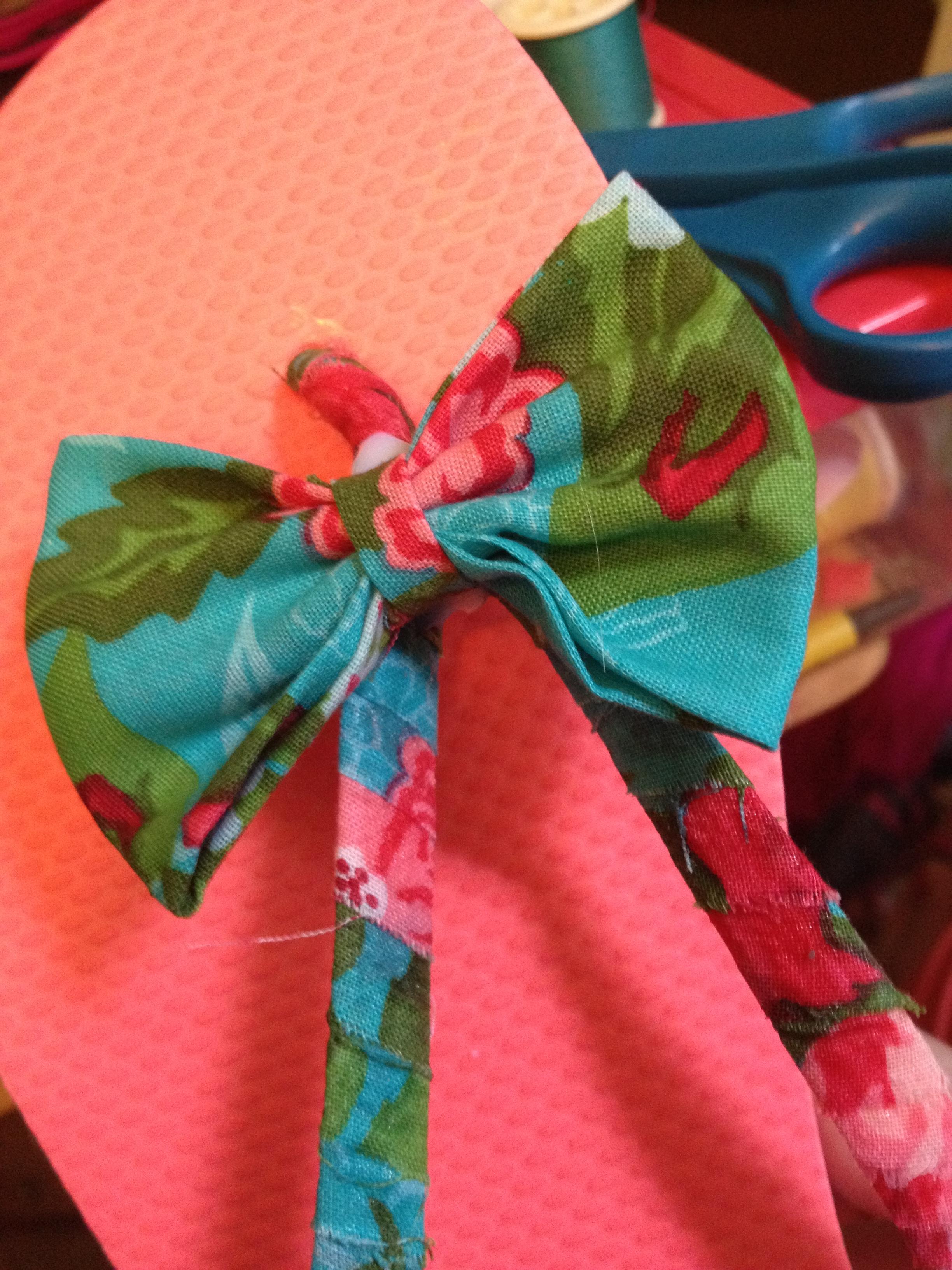 800e253802ff DIY Fabric Bow Flip-flops – Hey