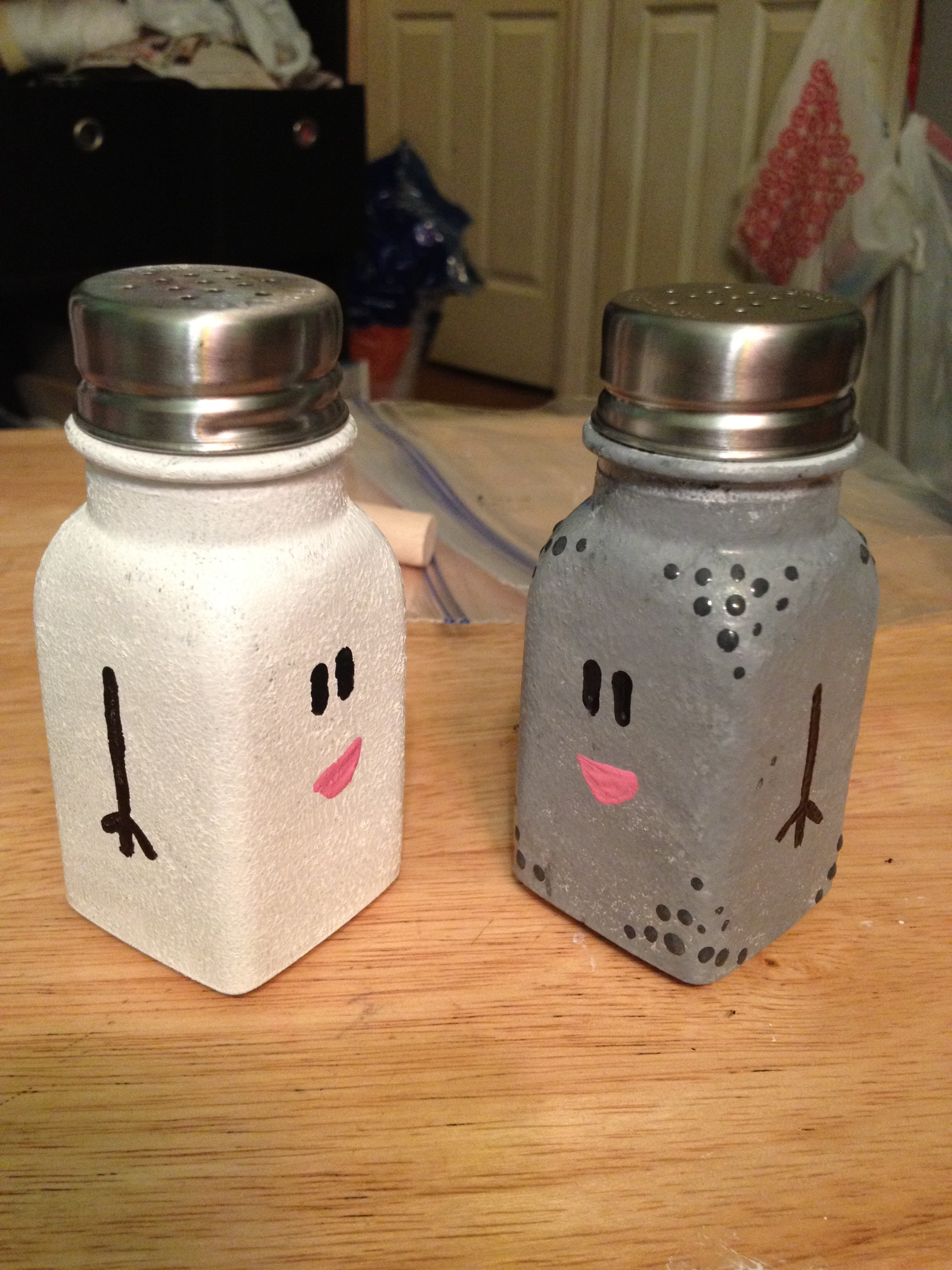 diy mr salt and mrs pepper shakers glitter in the air. Black Bedroom Furniture Sets. Home Design Ideas